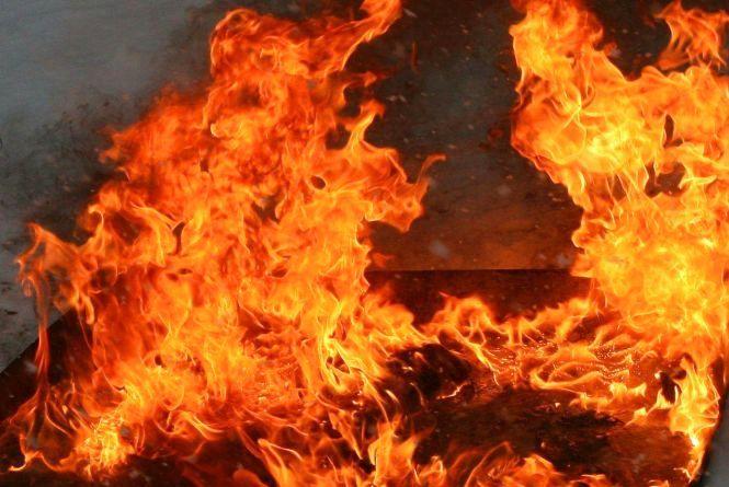 На Віньковеччині вночі підпалили будинок