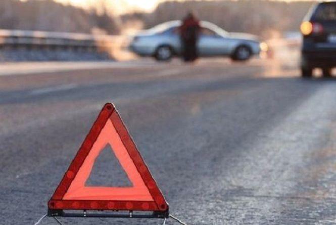 """На Львівщині """"Volkswagen"""" збив 29-річного хмельничанина. Він помер у """"швидкій"""""""