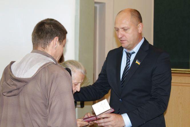 Троє мешканців Хмельниччини отримали президентські нагороди