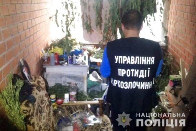 У Хмельницькому спіймали 30-річного чоловіка, який продавав наркотики через Telegram