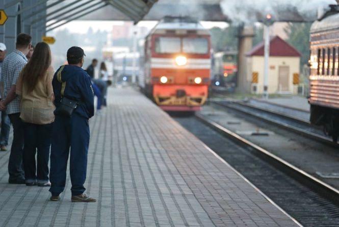 """""""Укрзалізниця"""" призначила додаткові поїзди у жовтні. Які з них курсуватимуть через Хмельницький?"""