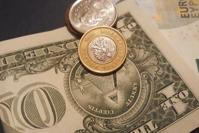 Долар продовжує рости. Курс валют на 4 жовтня