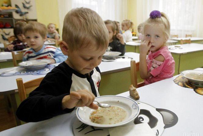 В дитячому садочку Нетішина отруїлося 20 дітей