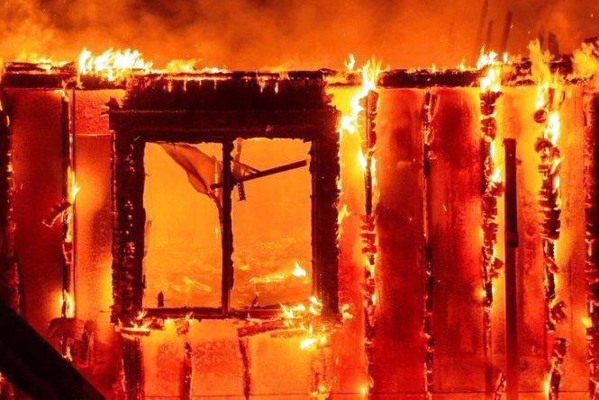 Під час пожежі у Старокостянтинівському районі загинув 60-річний чоловік