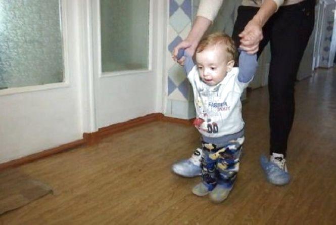 Маленький Сашко бореться з раком та потребує термінової операції. Хмельничан просять допомогти