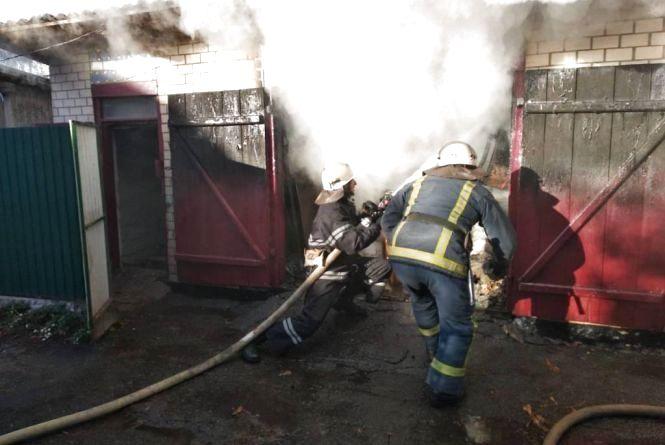 У селі на Шепетівщині згорів гараж