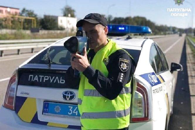 Ніяких попереджень. З 16 жовтня в Україні штрафуватимуть за перевищення швидкості
