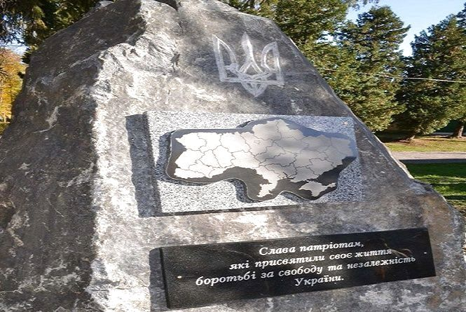 У хмельницькому військовому шпиталі встановили пам'ятник патріотам