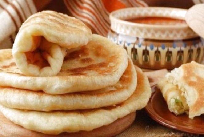 Смачний сніданок: готуємо пишні коржі на кефірі