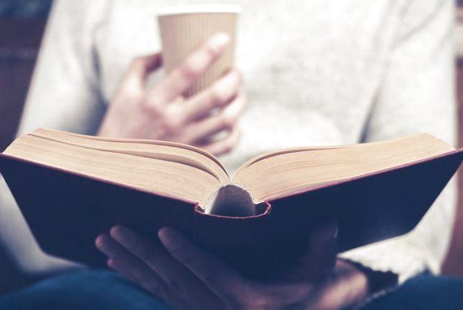 Читати книги та пити какао: хмельничан кличуть на вечірку до бібліотеки