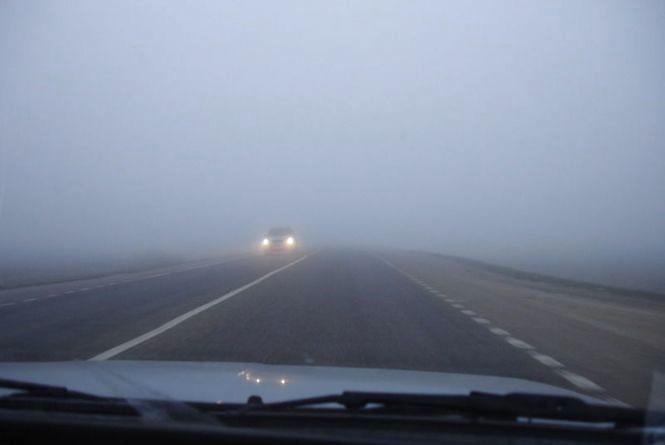 Туман на дорогах Хмельниччини: водіїв просять бути обережними