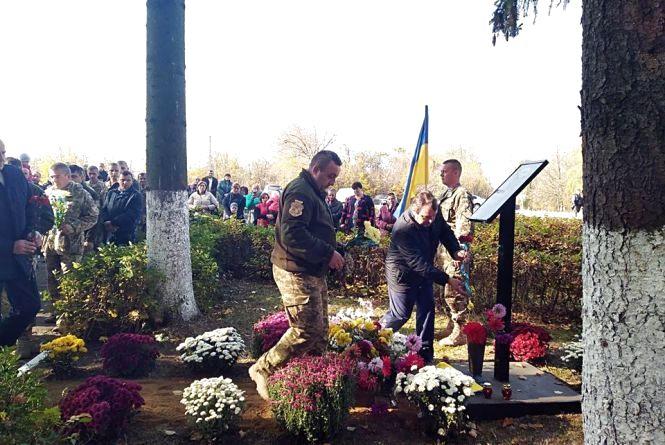 У Новоушицькому районі відкрили меморіальну дошку загиблому на Сході бійцю