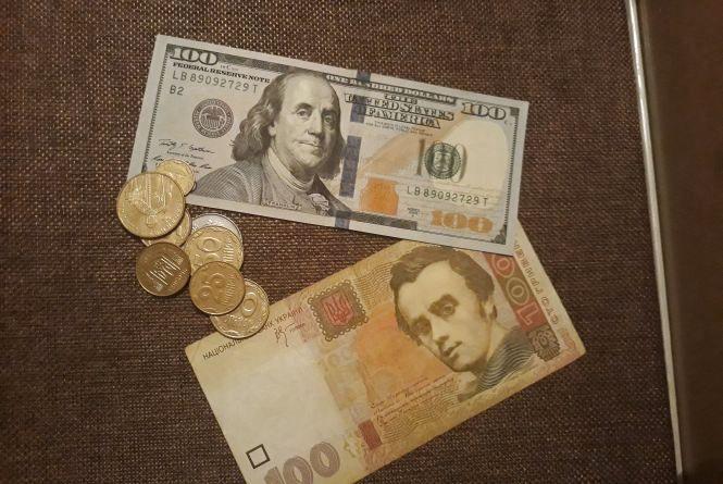 Курс валют на 23 жовтня. Долар втратив кілька копійок