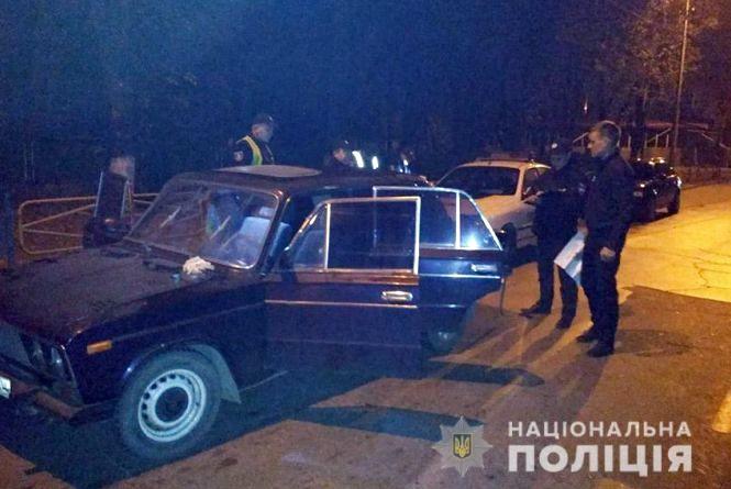 """Нічне переслідування у Кам'янці: п'яний 18-річний хлопець ганяв на вкраденому """"ВАЗі"""" по місту"""