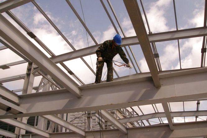 Майже мільйон гривень штрафу отримало будівельне підприємство з Хмельниччини за нелегальних працівників
