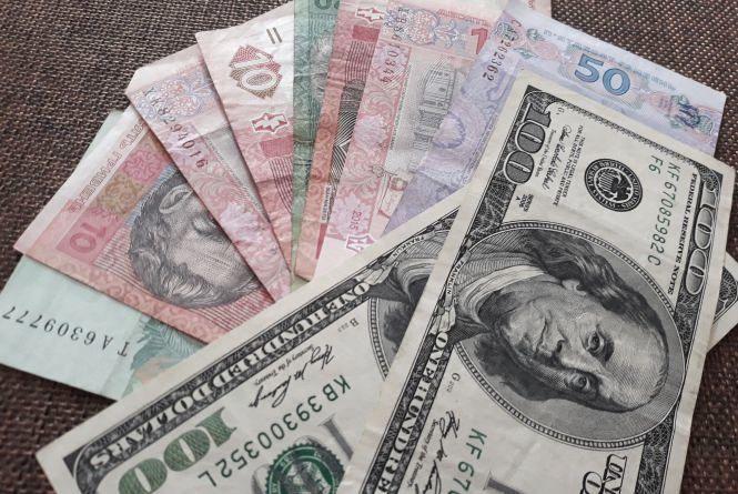 Падіння долара триває. Курс валют на 31 жовтня