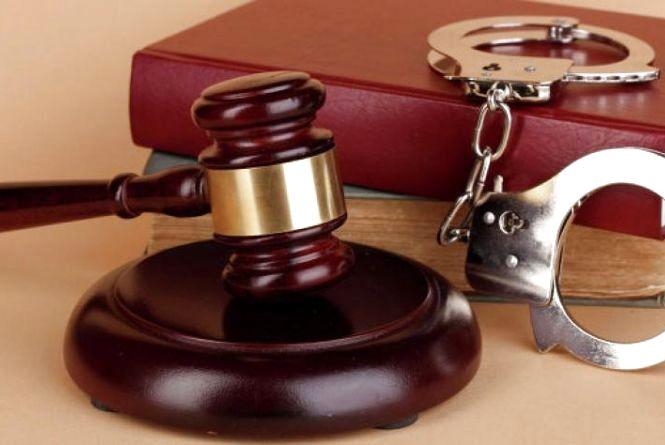 Суд відправив за ґрати мешканця Дунаєвеччини, який пограбував свою односельчанку