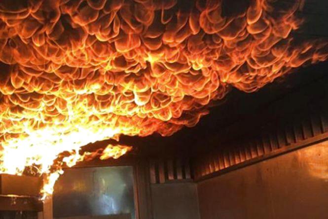 Залишилися без даху: у Шепетівському районі згорів будинок