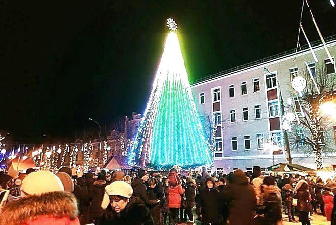 Назвали дату відкриття новорічної ялинки у Хмельницькому