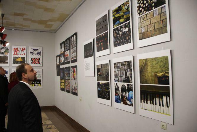 Виставковий проект про Євромайдан відкрили у Хмельницькому