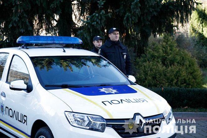 Хмельницькі поліцейські отримали нові автомобілі і ключі від квартир