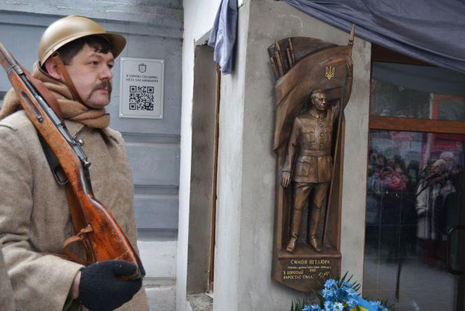 Що поєднує Симона Петлюру і Хмельницький міський будинок культури