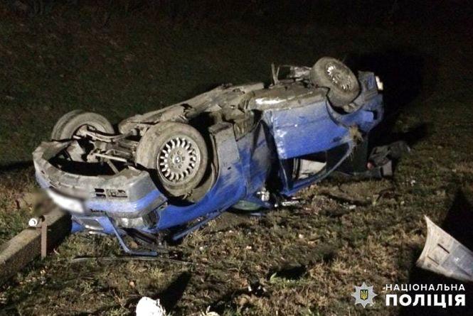 """""""BMW"""" влетів у стовп та перекинувся: четверо людей постраждали у ДТП в Ярмолинцях"""