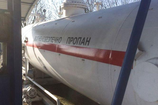 З нелегальної заправки у Шепетівському районі вилучили десятки тисяч літрів пального