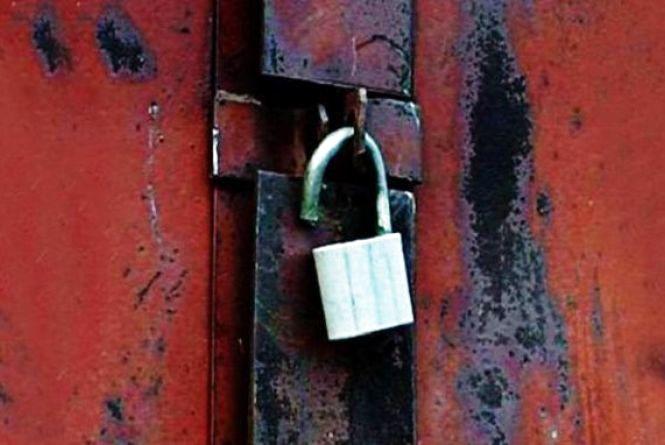 За ґрати відправили крадія, який обчистив десяток гаражів у Хмельницькому