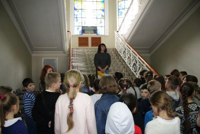 Хмельницьким школярам показали де та як працюють депутати міської ради