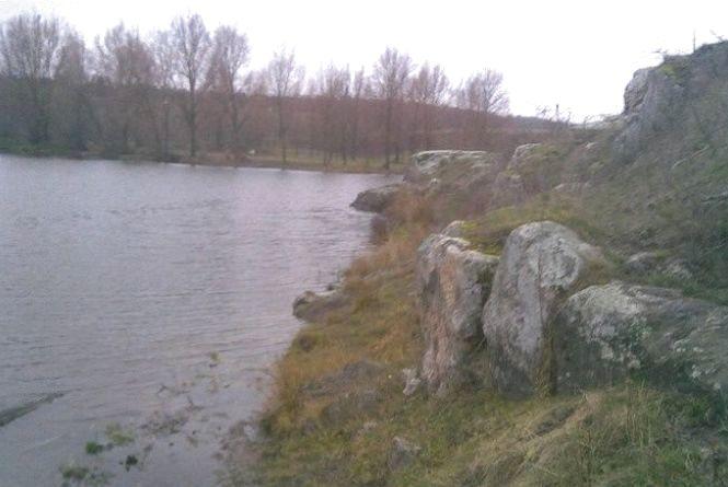 У Старокостянтинівському районі в Случі втопився 32-річний чоловік