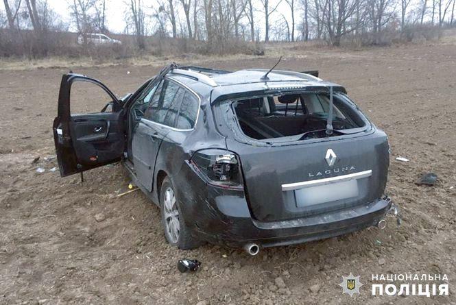 """""""Автомобіль кілька разів перевернувся в повітрі"""": в ДТП на Хмельниччині загинула молода дівчина"""
