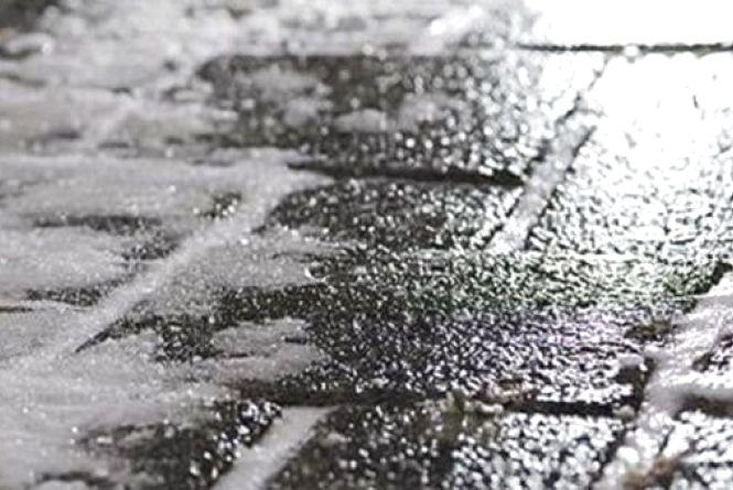Через негоду хмельничан просять бути обережними на дорогах