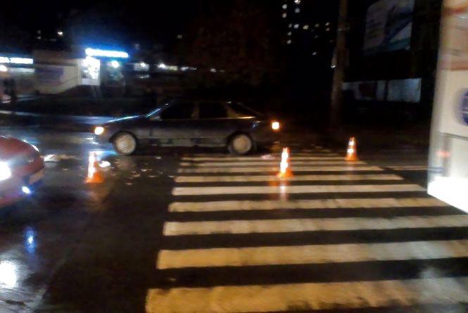 Хмельничанин Роман скаржиться на освітлення пішохідних переходів у місті. Що пропонує робити?