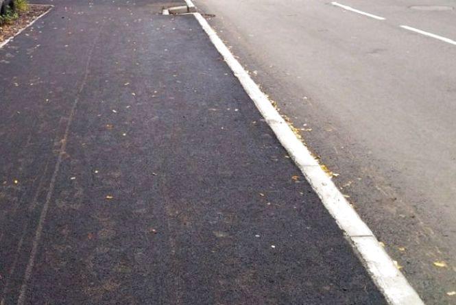 """Хмельничанин Анатолій просить зробити пішохідну доріжку від  зупинки """"Сілістра"""" до школи №21"""