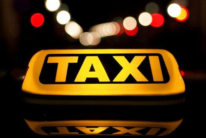 Заради безпеки та комфорту пасажирів: хмельничанин Іван пропонує створити муніципальну службу таксі у місті