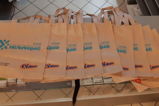 У супермаркетах Хмельницького безкоштовно роздають унікальні еко-торбинки: де та як їх можна отримати