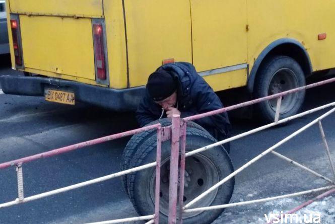 Біля Либідь Плази у маршрутки №30 на ходу відвалилося колесо