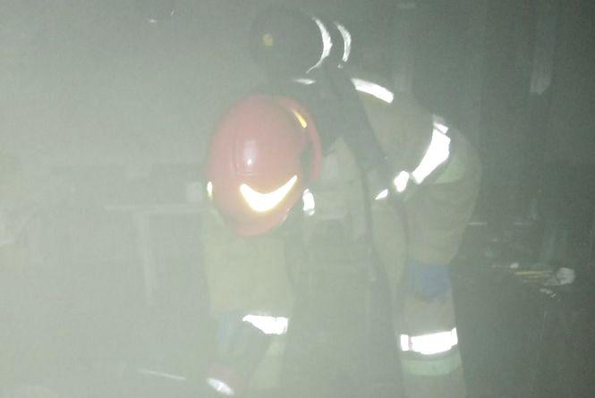 У Шепетівці під час гасіння пожежі врятували 55-річного чоловіка