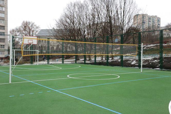 У школі на Зарічанській відкрили спортивний майданчик за понад 2 мільйони  гривень 895fbcfc3c761