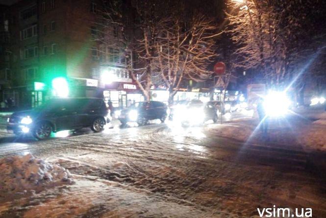Центр Хмельницького потонув у заторах