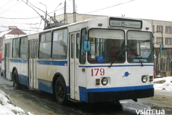 У Хмельницькому тролейбуси їздять без кондуктора. Як оплачувати проїзд