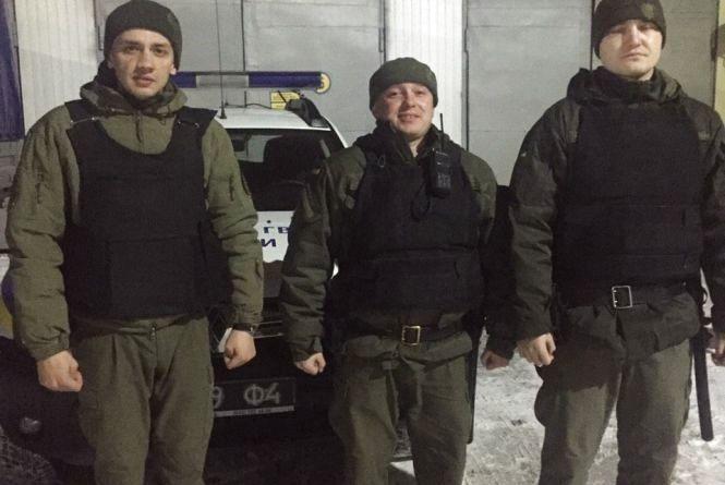 У дворі будинку на Проскурівського підпілля спіймали двох чоловіків зі зброєю