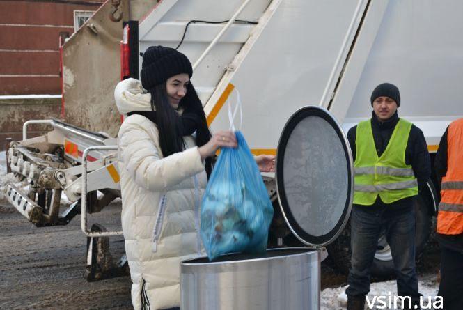У Хмельницькому показали новий підземний контейнер для сміття