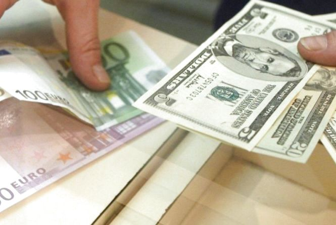Курс НБУ на 24 грудня. За скільки сьогодні продають долари та євро