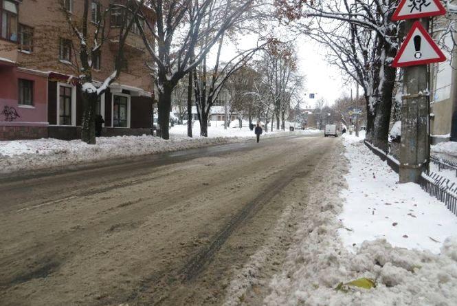 Хмельницький засипатиме снігом та задуватиме вітром:  прогноз погоди на 25 грудня