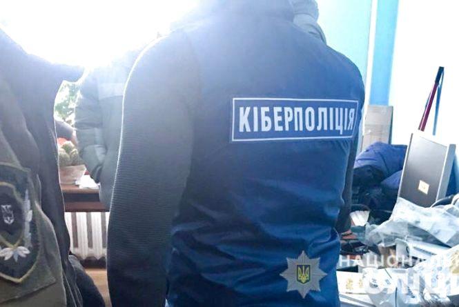 """У Хмельницькому спіймали """"хакера"""", який збирав інформацію про держслужбовців та військових"""