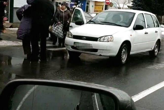 """На ринку """"Дубово"""" ВАЗ збив жінку"""