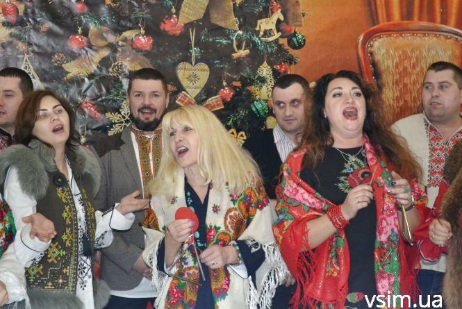 Директори шкіл Хмельницького влаштували співочий флешмоб