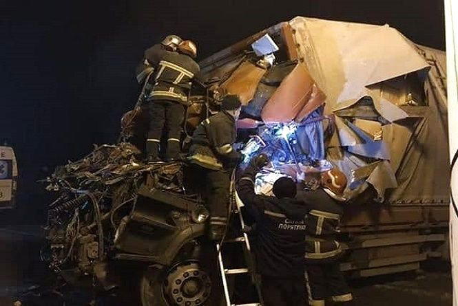 Троє людей загинуло внаслідок моторошної ДТП біля Хмельницького (ФОТО, ВІДЕО)